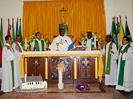 Archbishop Jabulani celebrates Mass